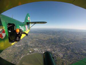 kursy skakania ze spadochronem